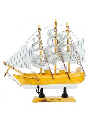 Miniatura Barco Navio Veleiro Madeira Base Branca 20x3x19cm