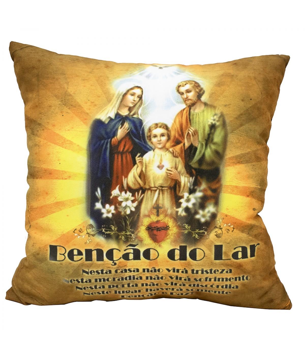 ALMOFADA QUADRICULADA BÊNÇÃO DO LAR E SAGRADA FAMÍLIA 39X39CM (FIBRA)